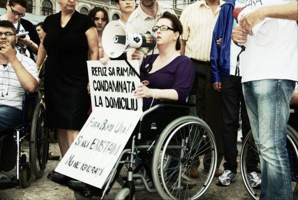 Persoana cu handicap are dreptul la asistenta juridica gratuita