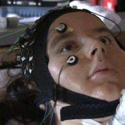 Interfata creier computer care permite pacientilor paralizati sa comunice gandurile